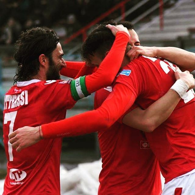 Celebrating goal Piacenza biancorossi chegruppo instapic picoftheday CPiace iotifoPiace