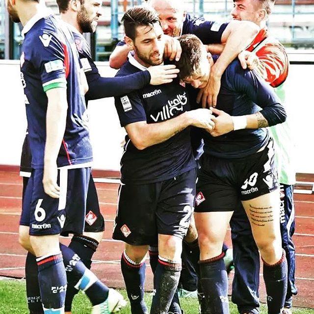 Celebrating goal Piacenza instapic picoftheday biancorossi CPiace iotifoPiace