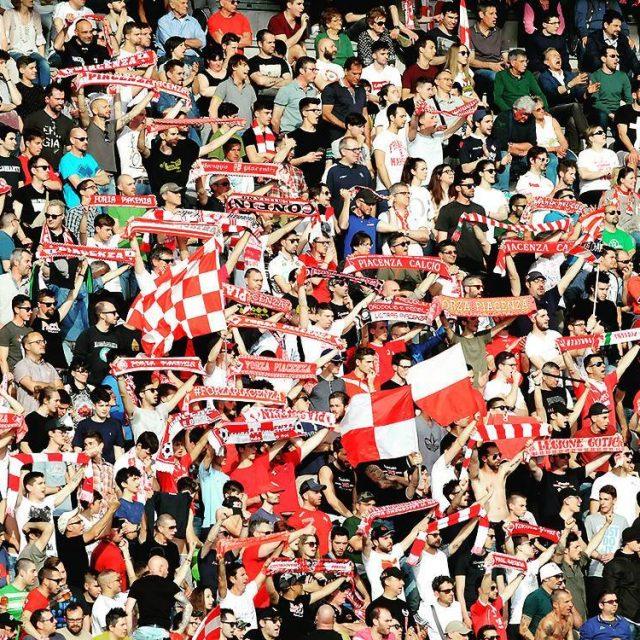 Tifosi biancorossi supporters football fans Piacenza CPiace iotifoPiace