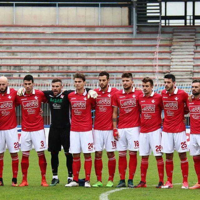 Piacenza schierato prima del calcio dinizio! Biancorossi iotifoPiace