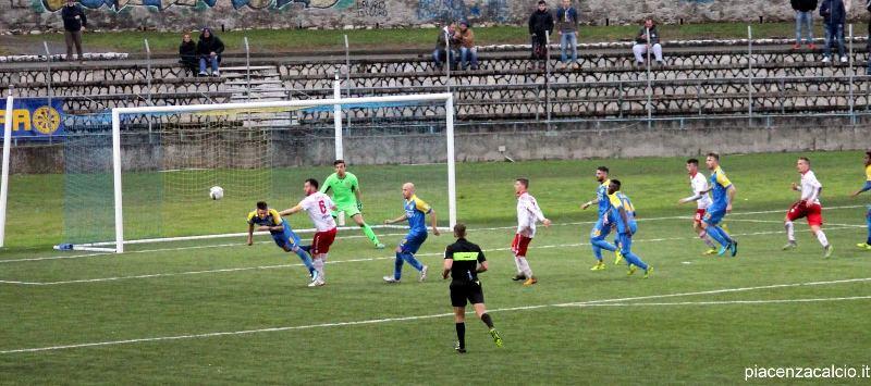 Piacenza sconfitto nel finale a Carrara